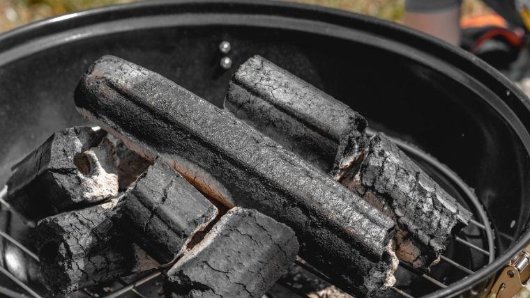 炭をおこす